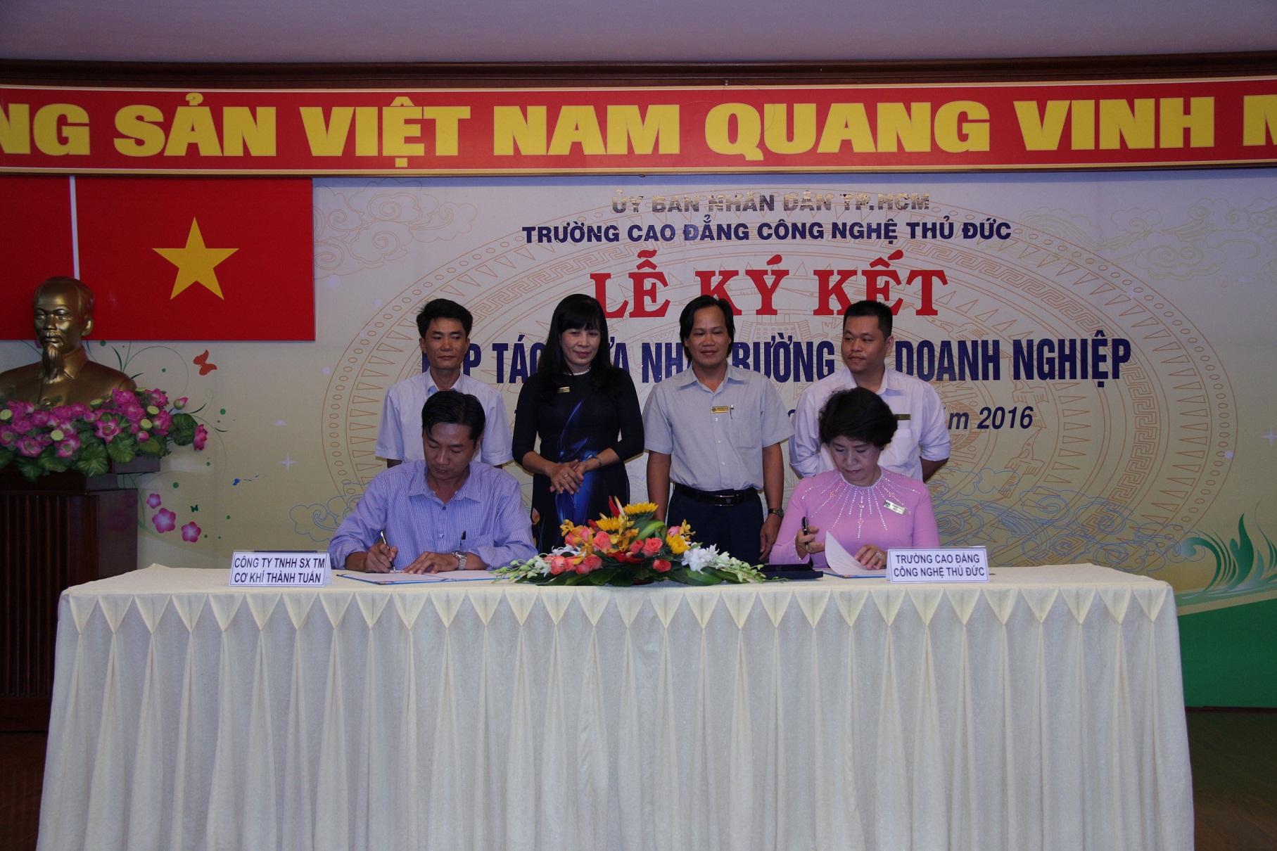 Lễ kỹ kết hợp tác giữa Nhà trường và Công ty TNHH SX - TM Cơ khí Thành Tuân