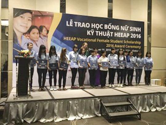 Động lực lớn cho nữ sinh viên kỹ thuật Trường Cao đẳng Công nghệ Thủ Đức từ học bổng HEEAP