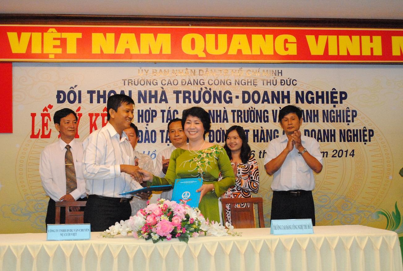 Công ty TNHH DVDL và Vận chuyển Nụ Cười Việt