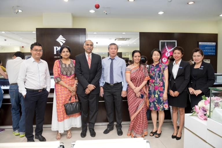 Tổng lãnh sự quán Ấn Độ tham quan hoạt động sản xuất kinh doanh của PNJ