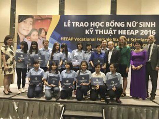 Thông báo về việc thực hiện chương trình học bổng Nữ sinh Kỹ thuật HEEAP – năm 2016