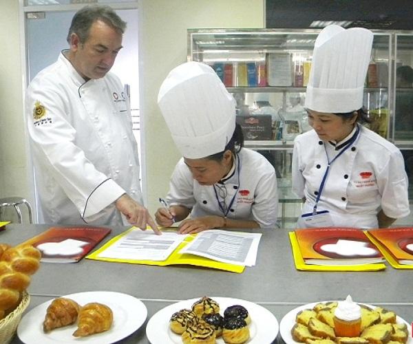 Con đường trở thành Bếp trưởng bếp bánh