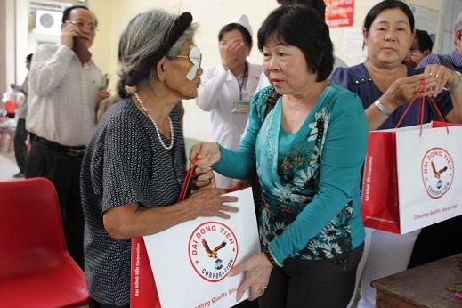Mổ mắt cho đồng bào nghèo Huyện Châu Thành - Tây Ninh