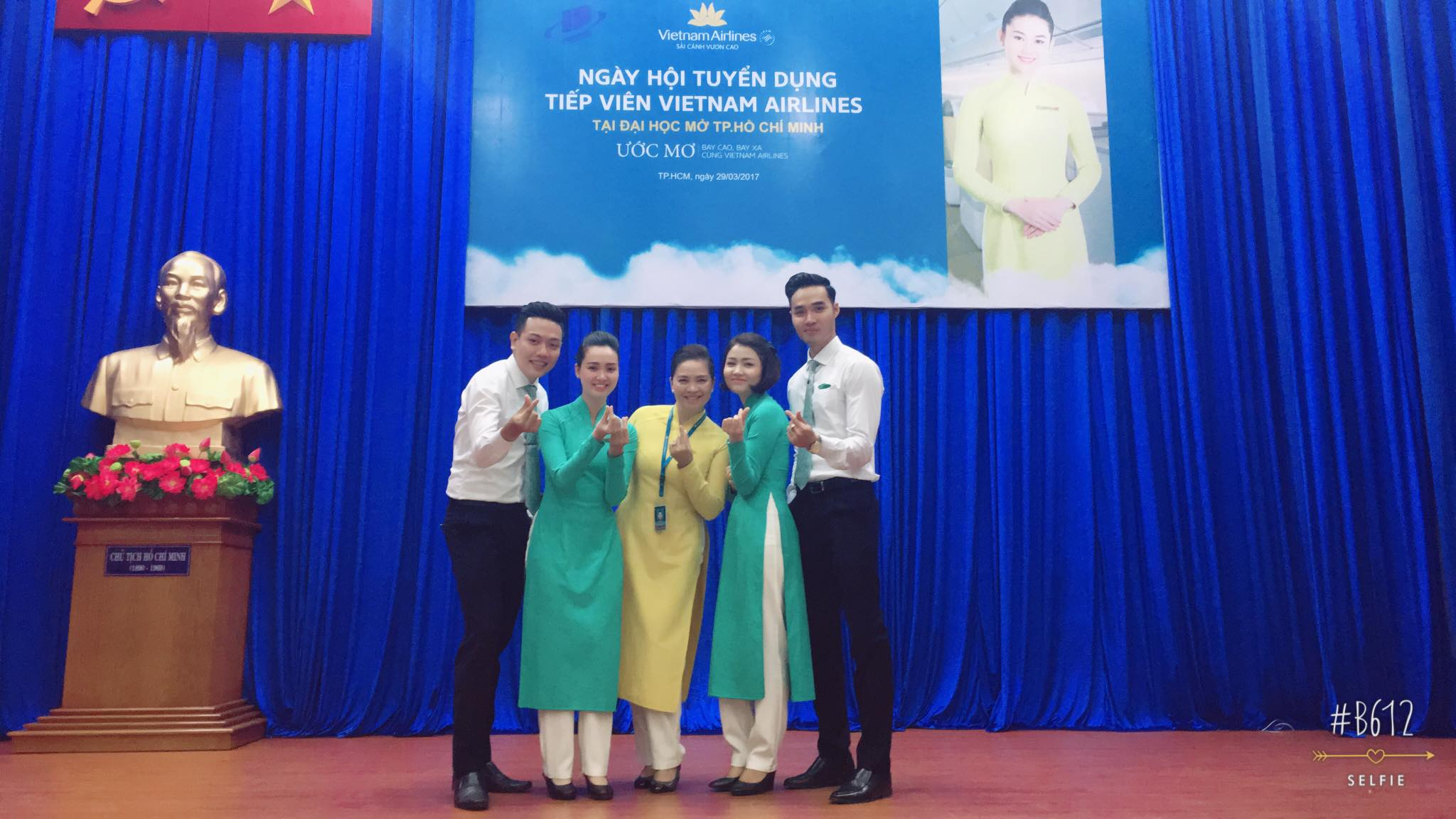 Sinh viên năm cuối hào hứng với ngày hội tuyển dụng VietNam Airlines tại Trường Đại học Mở Tp.HCM
