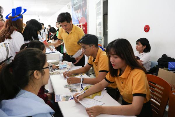 Hơn 1600 sinh viên háo hức tham dự Ngày hội Việc làm Bán thời gian – Trường Đại học Mở Tp. Hồ Chí Minh (OU) năm 2018