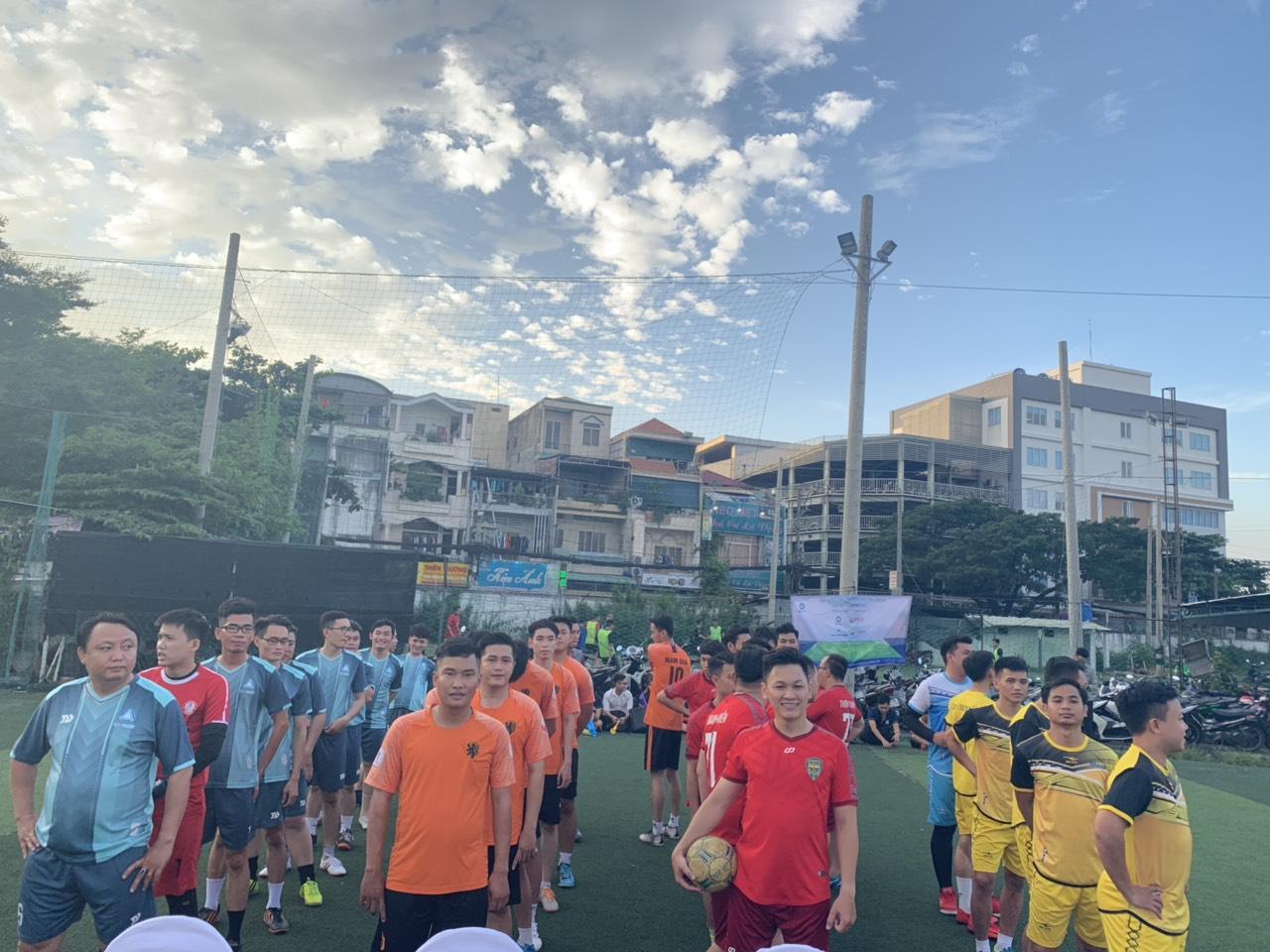Các đội chuẩn bị làm lễ khai mạc Era Cup