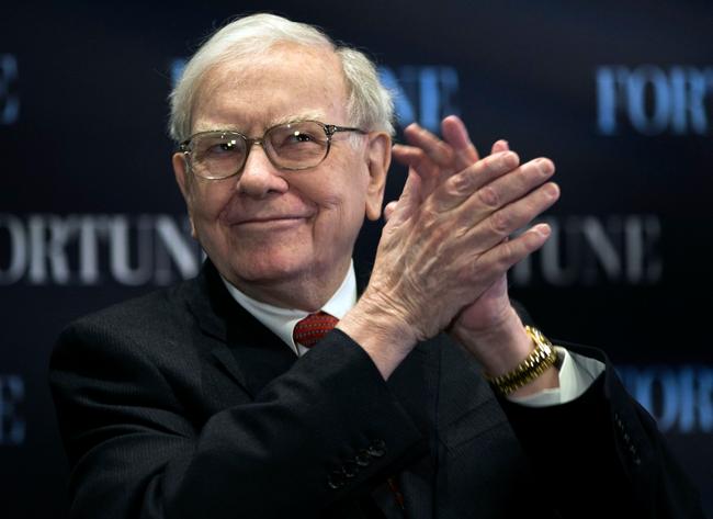 """Warren Buffett có thể thuyết phục được hầu hết mọi người: Đây là tuyệt chiêu """"vạn người nghe"""" của nhà đầu tư huyền thoại"""