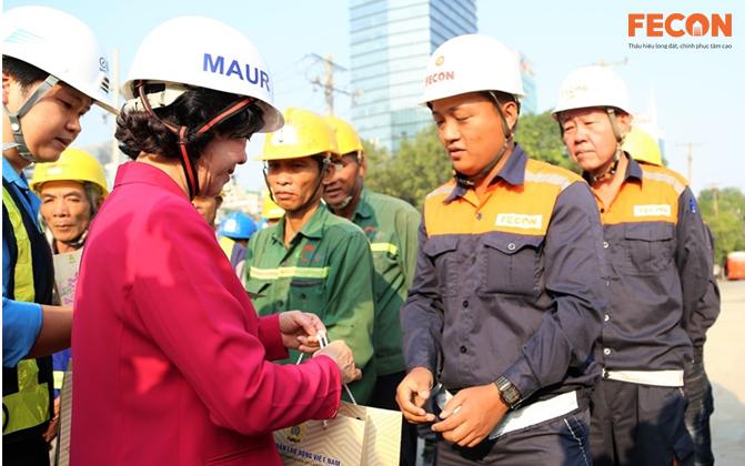 Đồng chí Trương Thị Mai tới thăm và chúc Tết dự án Metro Line 1
