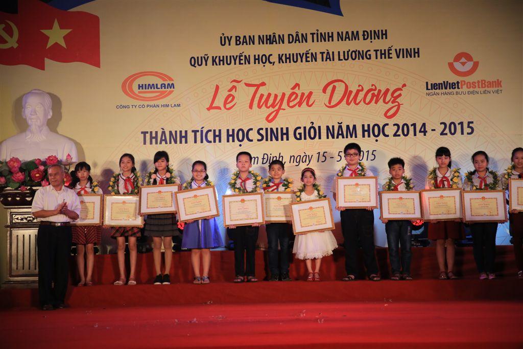 15-5-2015: Quỹ Khuyến học Khuyến tài Lương Thế Vinh tỉnh Nam Định khen thưởng năm 2015