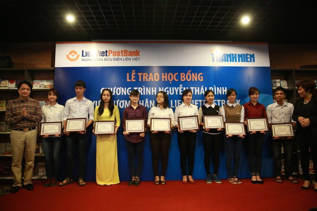 17-10-2014: Trao học bổng Vườn ươm nhân tài LienVietPostBank