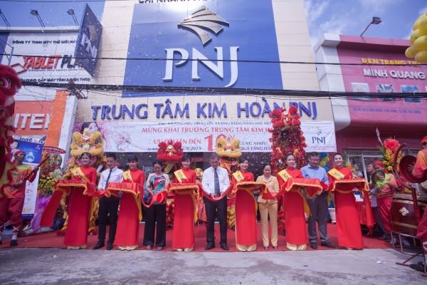PNJ đạt top 50 công ty niêm yết tốt nhất Việt Nam năm 2015