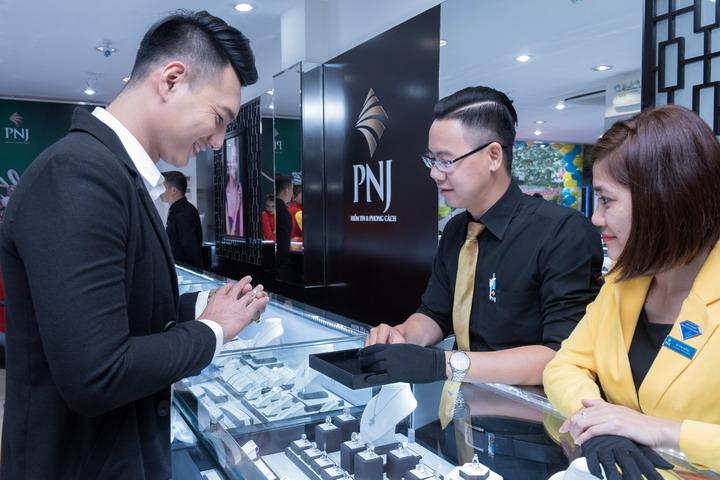 PNJ khai trương TTKH thứ 246 tại con đường mua sắm thời trang Nguyễn Trãi