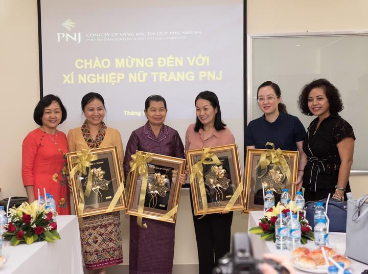 Lãnh đạo nữ cấp cao 3 nước Việt Nam – Lào – Campuchia tham quan hoạt động sản xuất kinh doanh của PNJ