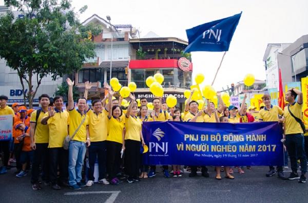 Sức trẻ PNJ cùng cuộc đi bộ đồng hành vì người nghèo Quận Phú Nhuận