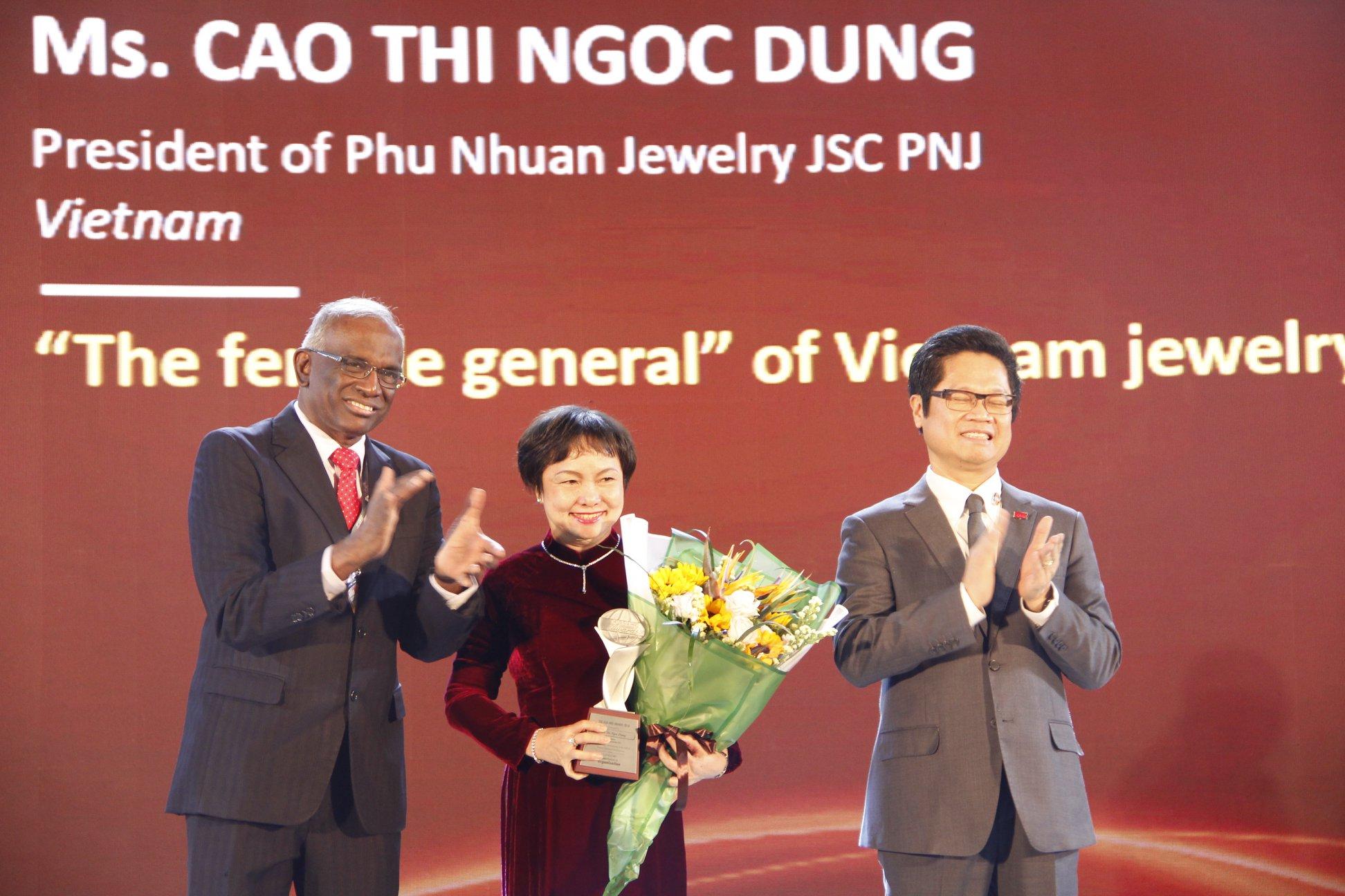 Chủ Tịch HĐQT PNJ Cao Thị Ngọc Dung Được Vinh Danh Giải Thưởng ASIA HRD AWARD
