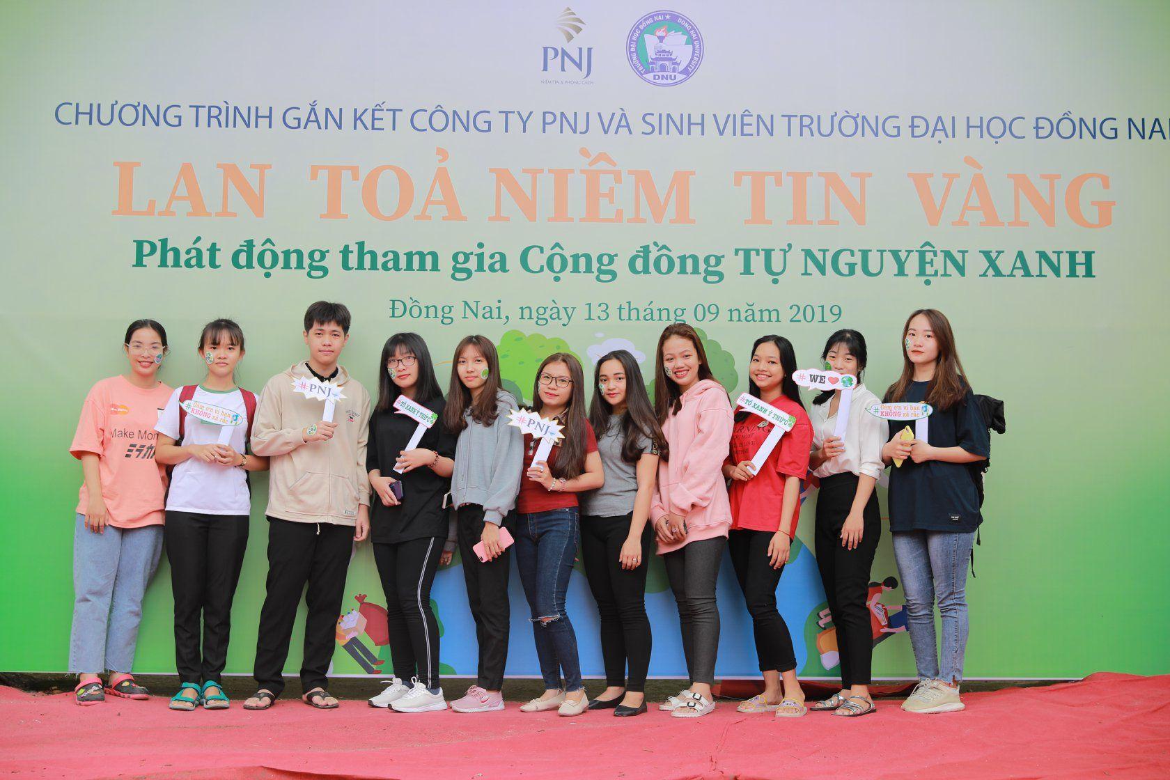 """Đại Học Đồng Nai – Sẵn Sàng Chung Sức """"Tự Nguyện Xanh"""" Cùng PNJ"""