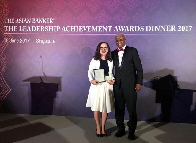 Phó Chủ tịch HĐQT SeABank nhận giải thưởng của The Asian Banker