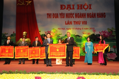 SHINHAN BANK VIETNAM HONORED TO RECEIVE 2014 EMULATION FLAG OF THE GOVERNMENT