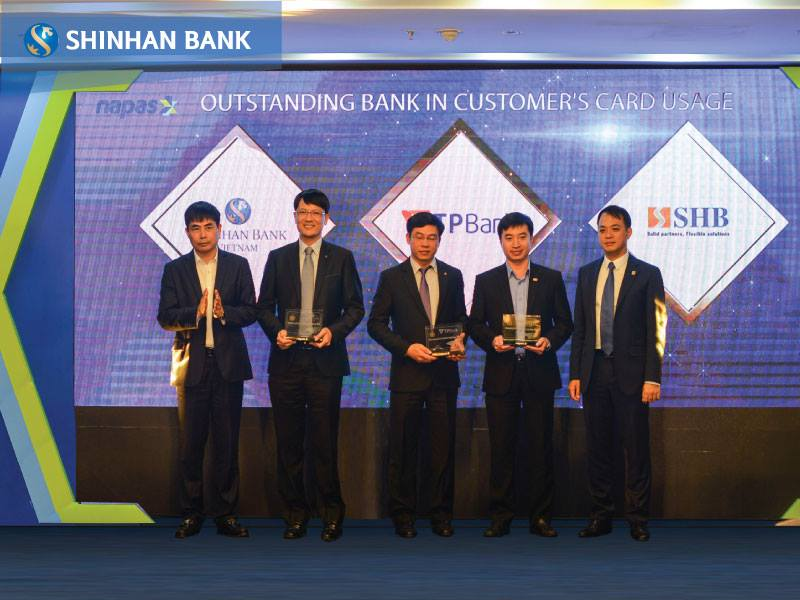Outstanding bank in customer's card usage award