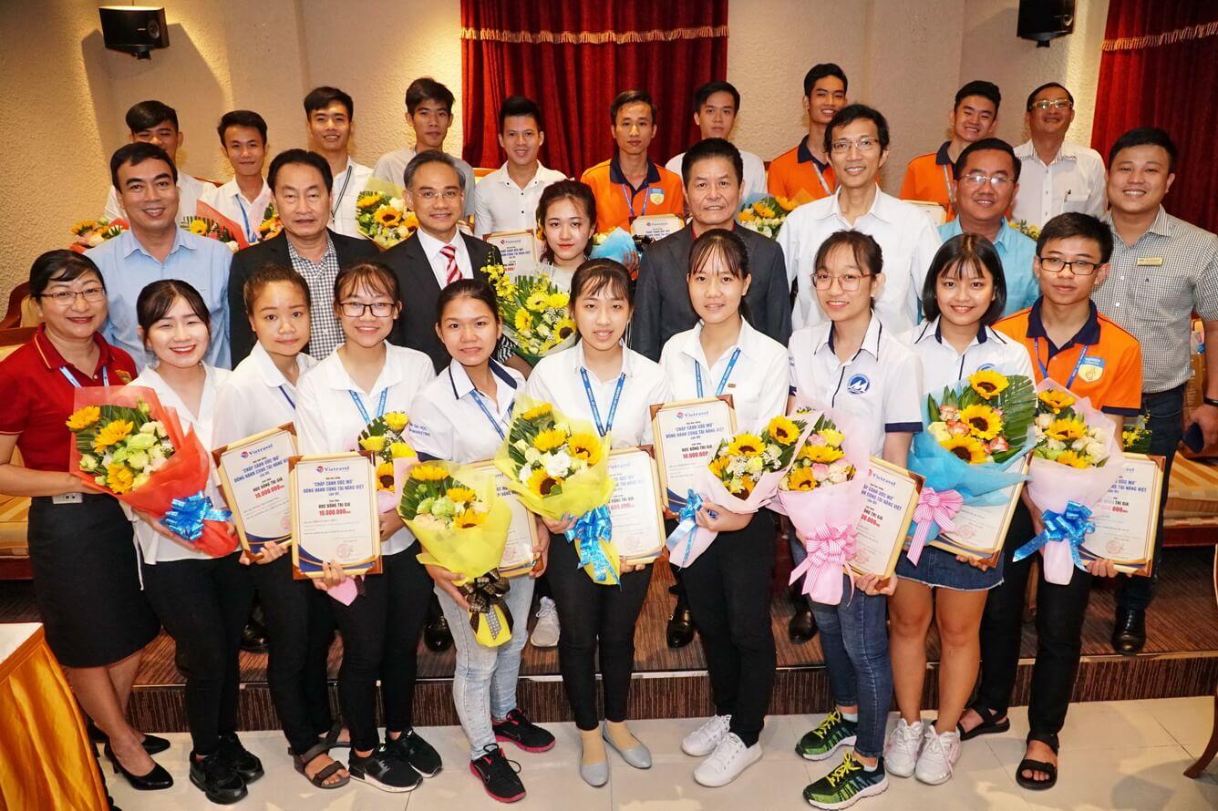 Vietravel tổ chức lễ ký kết thỏa thuận hợp tác 4 trường đại học TP.HCM và trao học bổng 'Chắp cánh ước mơ'